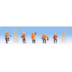 NOCH Firemen in Orange Uniform (5) and Ladders (2) Figure Set HO Gauge 15022