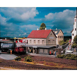 PIKO Hobby Burgstein Station Kit HO Gauge 61820