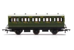 Hornby Coach R40132 SR, 6 Wheel Coach, 3rd Class, Fitted Lights, 1908 - Era 3