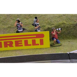 Slot Track Scenics Fig.18 Photographers Pack B - for Scalextric