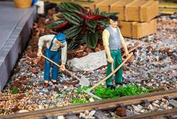 Pola Farmers (2) Figure Set PO331507 G Scale