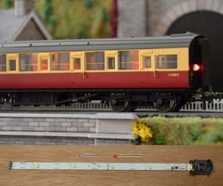 Train Tech Automatic Coach Lighting - Warm White/Flickering Tail HO/OO Gauge