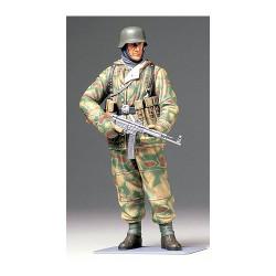 TAMIYA 36304 WWII German Infantryman 1:16 Military Model Kit