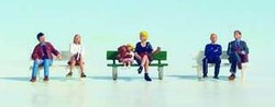Noch Seated People (6) and Bench Figure Set N Gauge 36530
