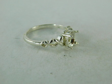 6404 STERLING SILVER RING SETTING, 8X6 MM OVAL FACETED GEMSTONE. SIZE 8
