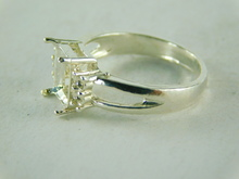 6434 STERLING SILVER RING SETTING, 5 STONE 1 8X6 MM EMERALD CUT &  4- 2 MM ACCENTS ROUND  GEMSTONE, SIZE 6.75
