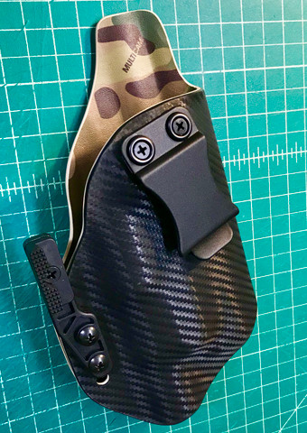Custom dual layer Light Bearing IWB with Mod Wing in Carbon over Multicam for a Glock 19 with X300.
