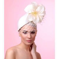 "Cream Pillbox Fascinator ""The Vivian"" by Arturo Rios"