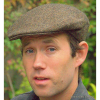 Fine Weave Brown Donegal Tweed Driving Cap (IR01)