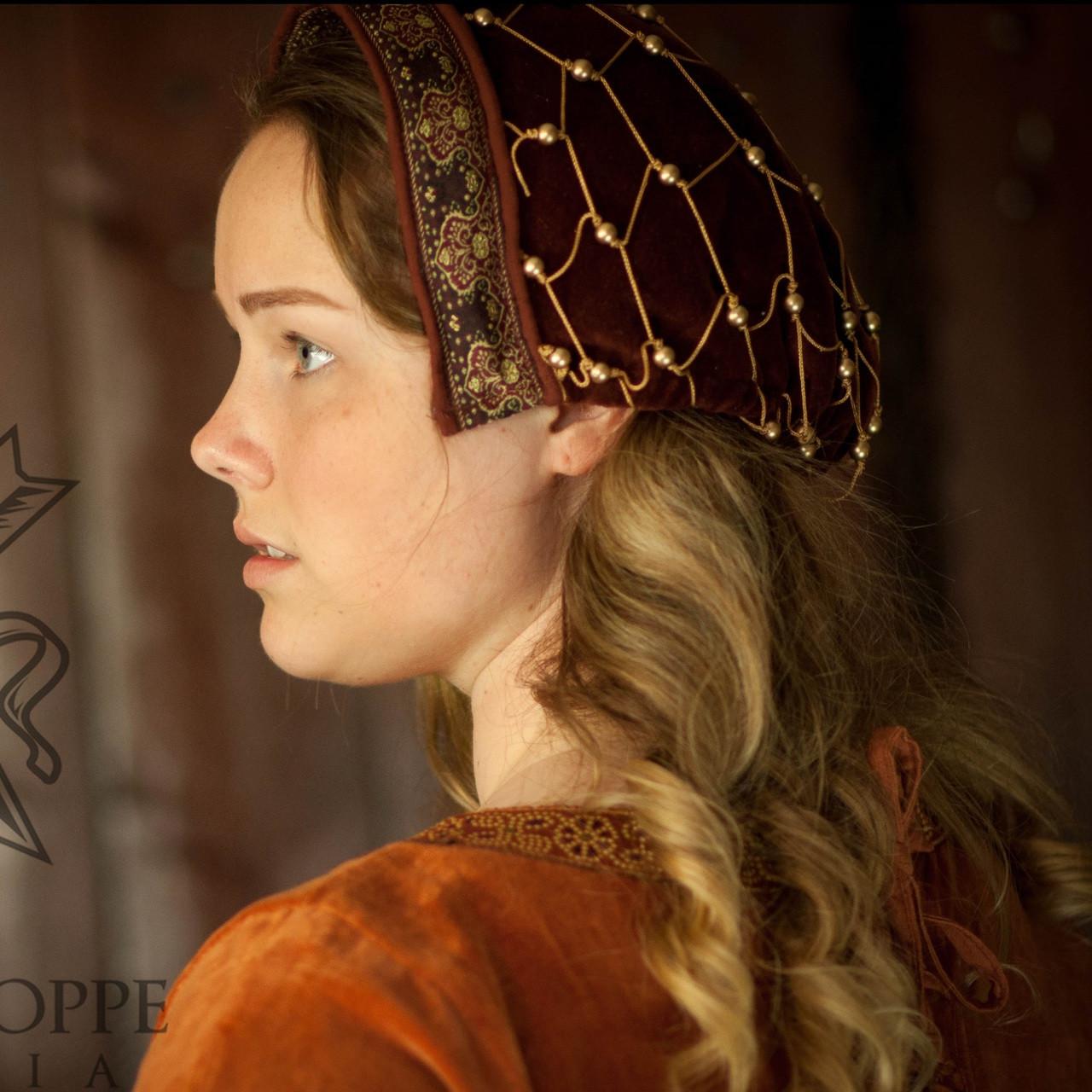 Noblewoman's late medieval cap/hairnet (dark red)