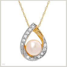 Brand New Gold Necklace With Freshwater Pearl