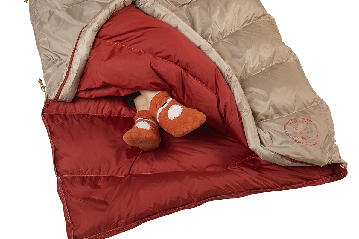 Close up of Kelty Women's Galactic 30 Dridown sleeping bag, with bag unzipped at bottom, venting feet