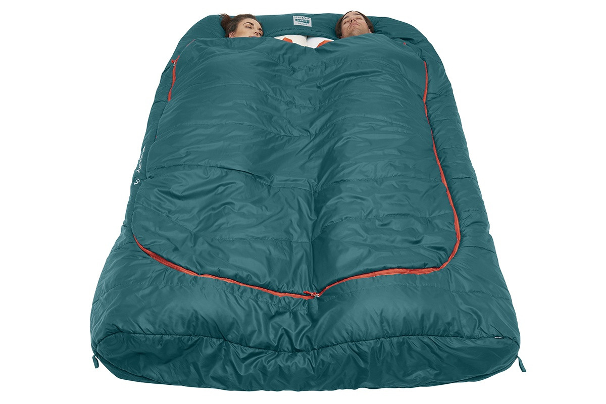 Couple sleeping in Kelty Tru.Comfort Doublewide 20 with bag fully zipped