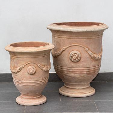 Anduze Urns: Terracotta in natural finish