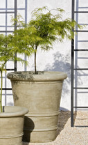 Urbino Planter - Material : Cast Stone - Finish : Verde