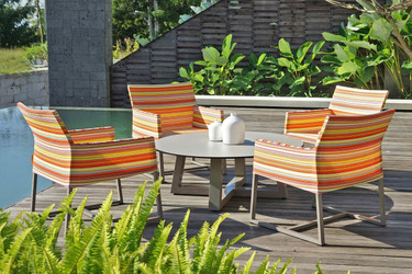 STRIPE Casual Chairs with MONO Lounge Table - Powder-Coated Aluminum (taupe), Twitchell Stripes Textilene (orange barcode)