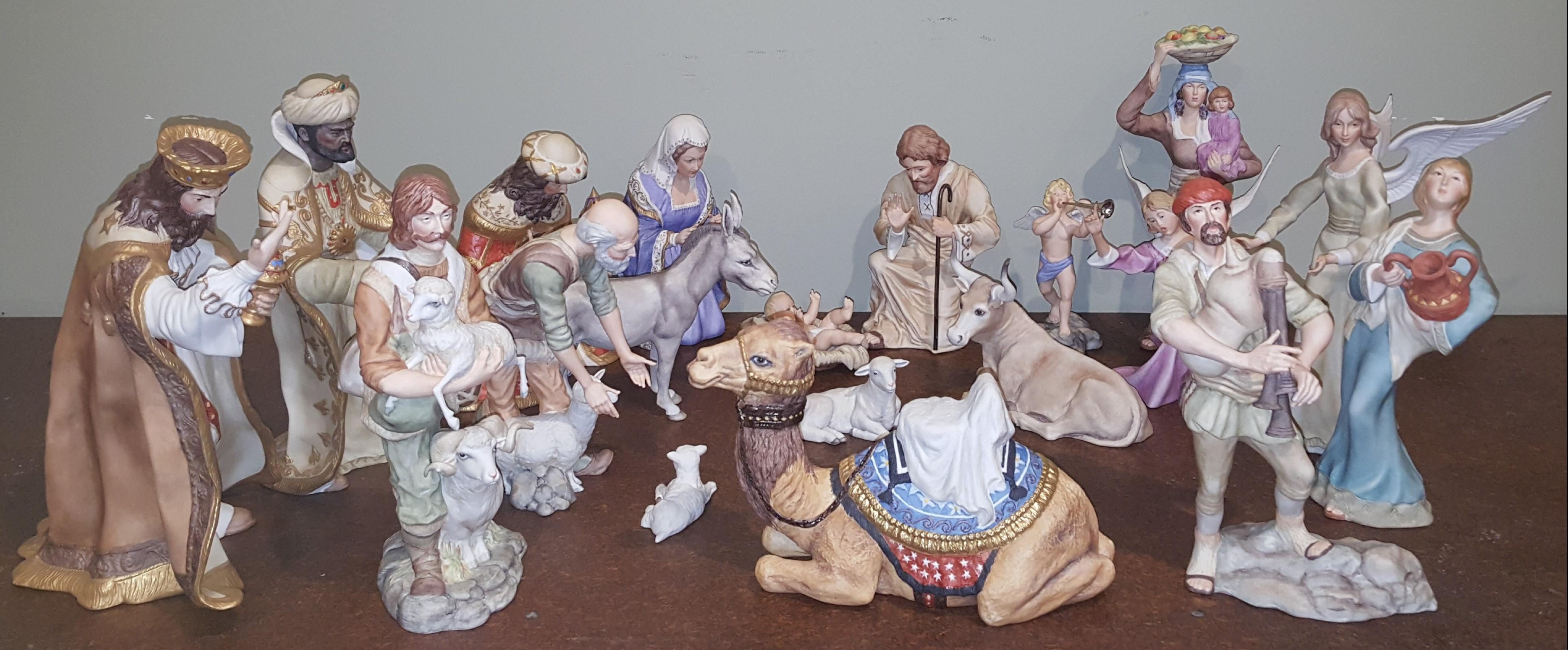 19 Pieces Nativity Set