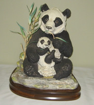 "Boehm ""Giant Panda With Cub"" 10070C"