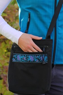 SHOULDER BAG / (Softshell) /  Black,  / Wild Geranium (trim)