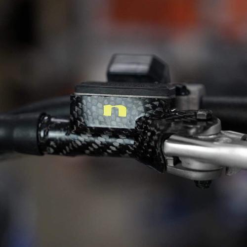 KTM / HUSQVARNA CARBON FIBER CLUTCH RESERVOIR PROTECTOR for Brembo clutch master (NIHCFCC)