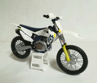 Husqvarna FC 450 1:12 scale toy