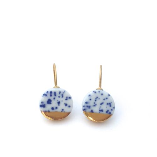 oei_ceramics_blue_white_gold_luster_spotted_spots_handmade_porcelain