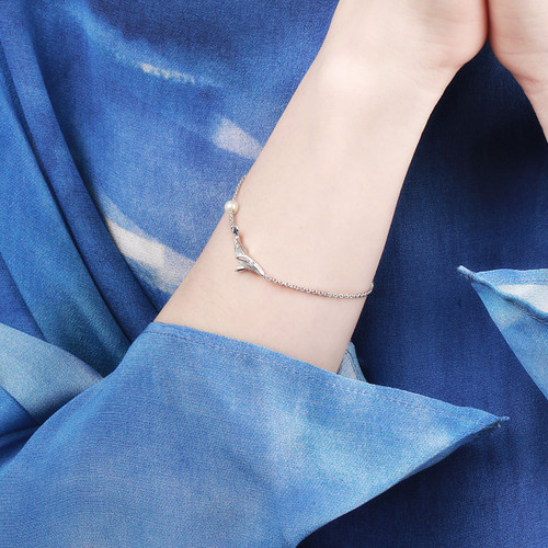 Shi_Kou_Er_Jiong_sterling_silver_whale_bracelet_handmade_China_delicate_freshwater_pearl