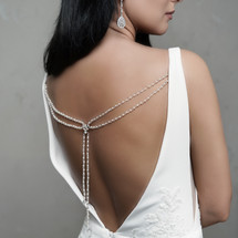 handmade_backdrop_necklace_wedding_dress_accessories_beads_pearls_extra_details_finishing_touch_bridal_accessories