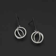 Deco_Echo_handmade_jewellery_from_Poland_sterling_silver_oxidised_silver_earrings_twisted_circles_statement