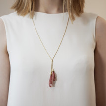 VLUM_Paris_handmade_jewellery_necklace_statement_red_pink_nylon_threads_gold_plating_Pendentif_Goutte