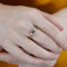 Fraser_Hamilton_handmade_jewellery_14k_yellow_gold_blue_sapphire_stone_ring_hands_sculptural_jewellery