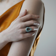 Tzuri_Gueta_handmade_jewellery_ring_teardrop_statement_silicone_viscose_yellow_orange_blue_mint_Paris_France
