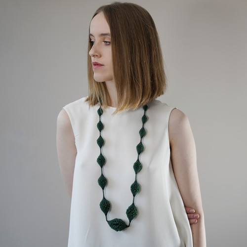 Tzuri_Gueta_handmade_jewellery_handmade_necklace_statement_chunky_forest_green_dark_green_silicone_viscose_XL_Sautoir_Dégradé_Paris_France_organic_styled