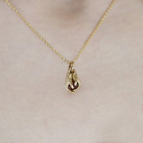 Fraser_Hamilton_handmade_jewellery_necklace_9k_gold_ruby_heart_hands_holding_protecting_sculptural_jewellery