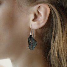 VLUM - Pétale Dark Green Black Mash Drop Earrings