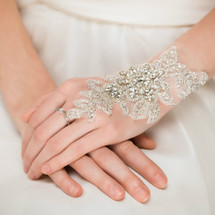 'Eirene' Hand-sewn Lace Finger Cuff