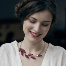 VLUM - 'Collier-Pineux'' Dark Burgundy Red Short Necklace