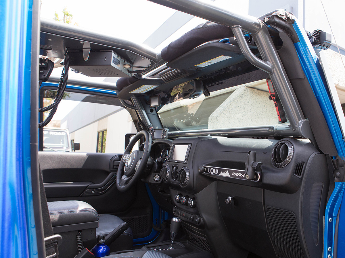 Small handles allow for maximum entry room into the Jeep