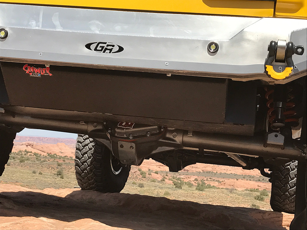 Close up of the 36 gallon GST-8007 fuel tank mounted, still offers a good departure
