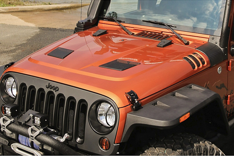 Painted vented hood on a Jeep JK