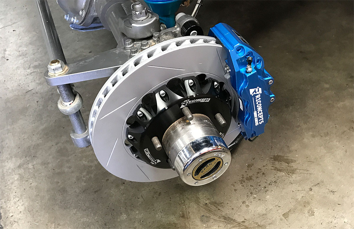 You can see the quality of the R1 6 piston caliper /rotor installed on Currie Rock Jock front axle