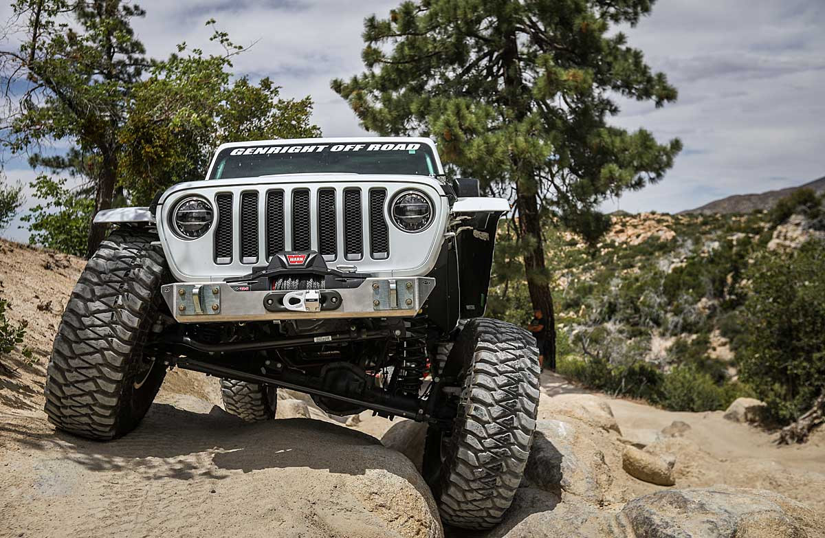 GenRight's Ultra clearance front bumper on the Jeep JL