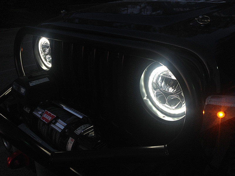 Here is how the lights look on a TJ at night with Halos on