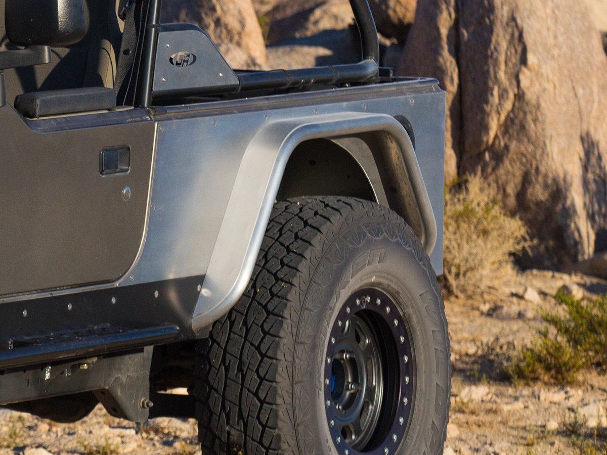 """4"""" wide Aluminum Rear Tube Fenders on a Jeep LJ with a 37"""" tire"""