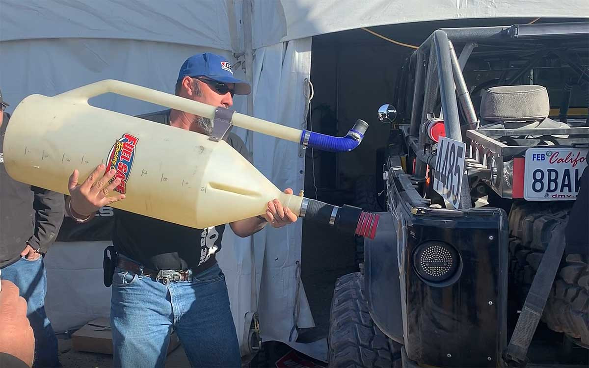 Quick fill (dry break) being used on the GenRight Terremoto Jeep at KOH 2020