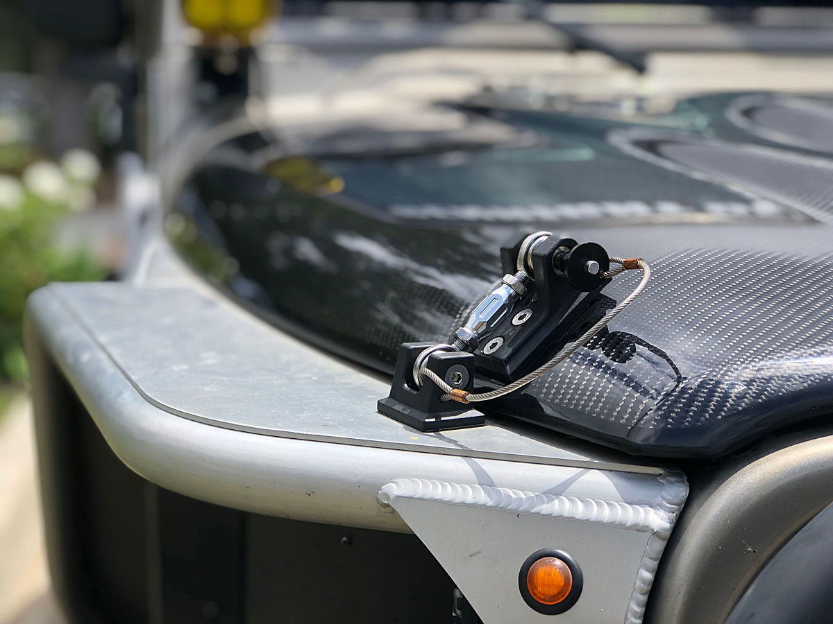 Close up of the latch mounting area on hood with GR Hi-Fender