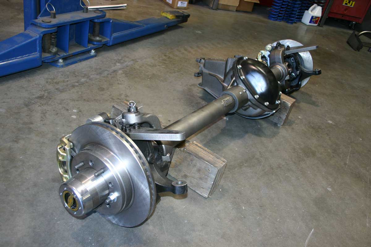 Currie 60 Front axle with disc brakes and hi-steer knuckles