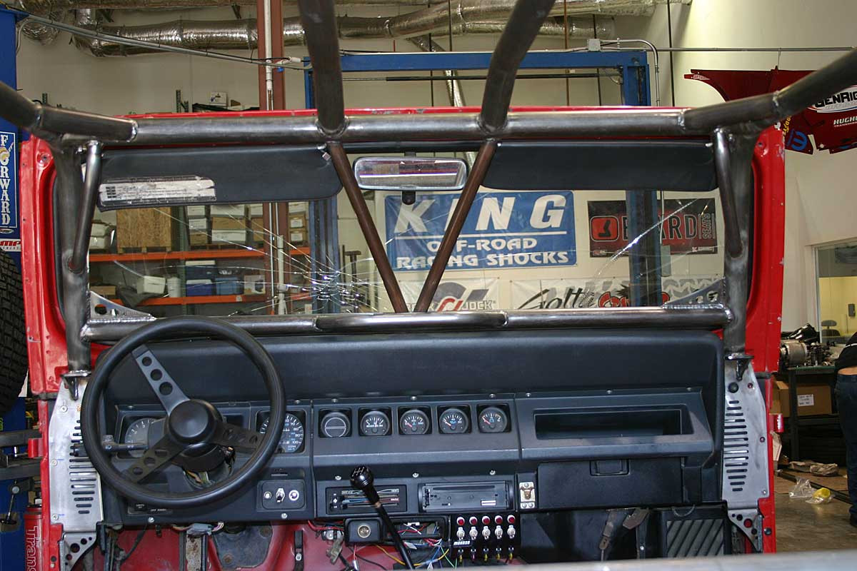 Here you can see Dash V bar and center mounted Handle on a YJ cage