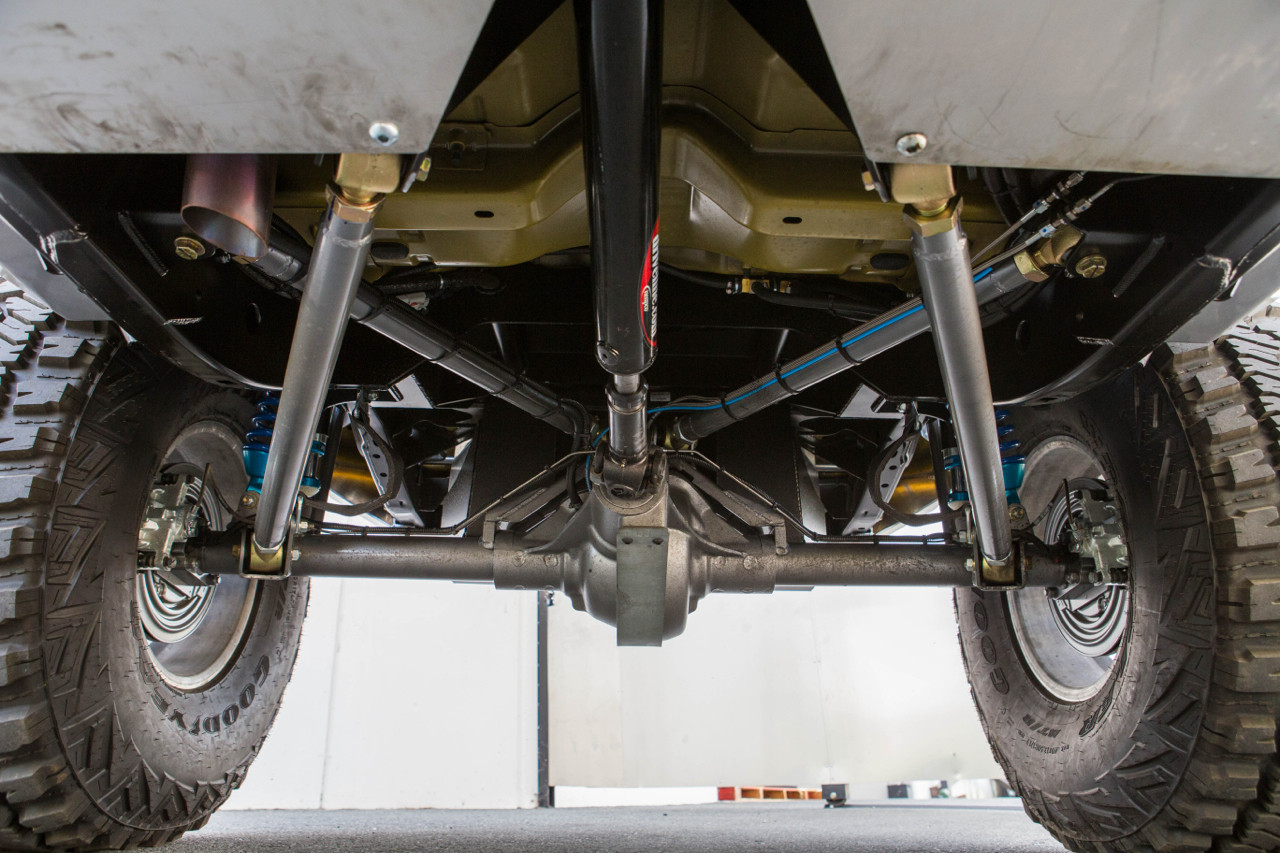 Double Triangulated 4-Link Rear suspension