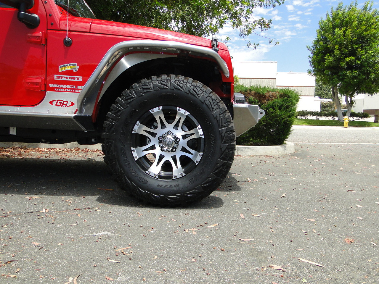 "Fenders when used with stock plastic inner fender wells. 1-3/4"" lift with 35's"